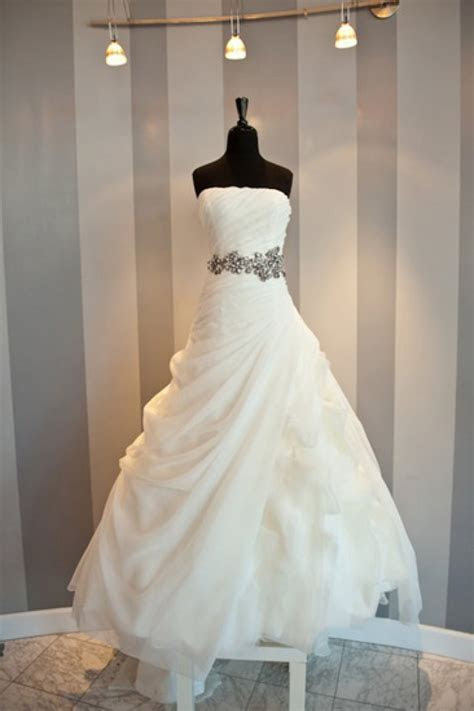 White Elegant Strapless Long Ball Gown Wedding Dresses