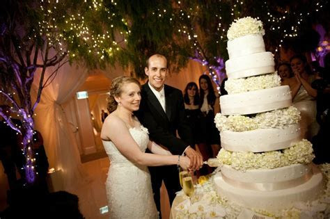 Cakes & Desserts Photos   Traditional Cake Cutting