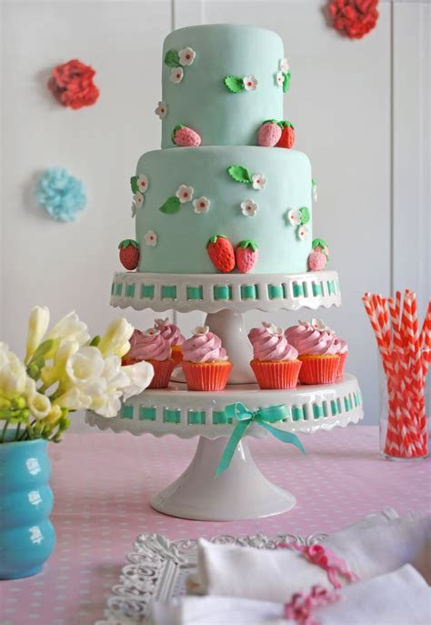 Big Strawberry Birthday Cake   Cake Pictures