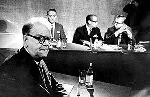 Svenska: Tage Erlander vid en tv-debatt 1967. ...