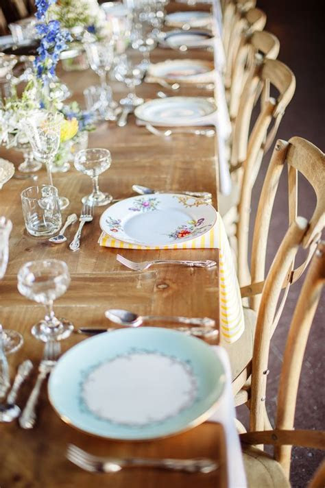 Budget wedding decor: 3 ways to style your wedding with