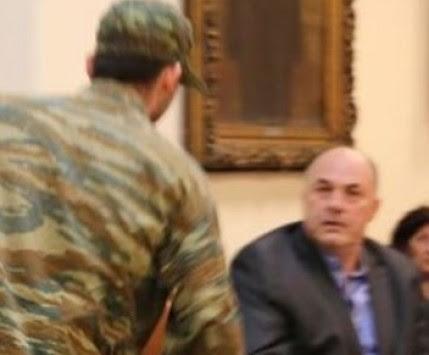 Βόλος: Οι... στρατιώτες που άφησαν άφωνο τον Αχιλλέα Μπέο - Οι ατάκες τους τίναξαν στον αέρα το δημοτικό συμβούλιο (Βίντεο)!