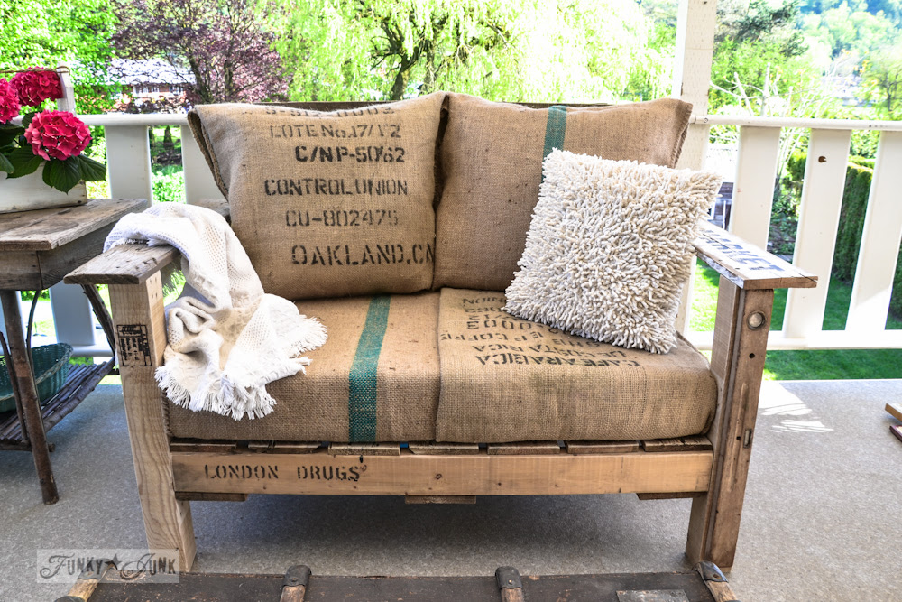 A cool pallet wood chair anyone can make in a couple of hours ...