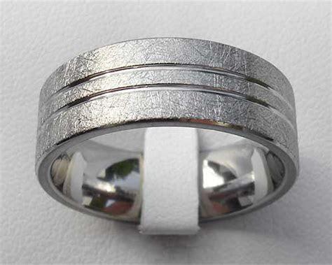 Gold Inlaid Titanium Wedding Ring ONLINE in the UK!