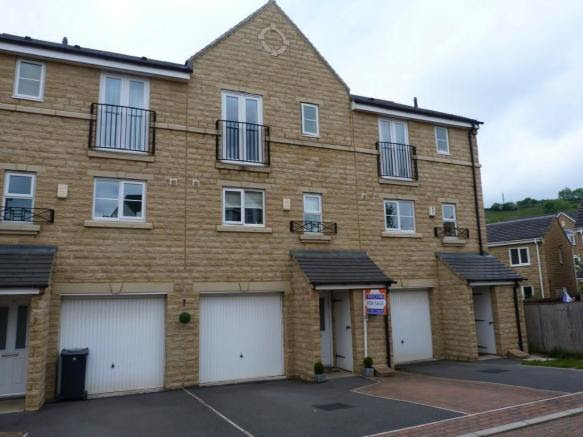 4 bedroom town house for sale in Hanby Close, Fenay Bridge ...