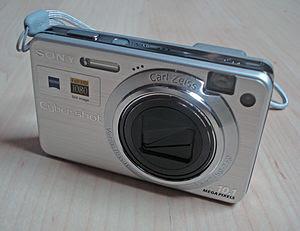 English: My DSC-W170 digital camera Français :...