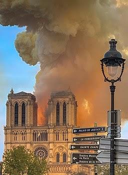 París Dorado y Quemado : Incendio en Notre Dame ( I )