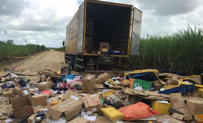 Após levar parte da mercadoria de apenas um caminhão, os bandidos liberaram os reféns. Foto: PF/ Divulação