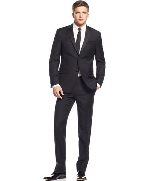 How to Dress for Wedding Receptions: Both Men and Women