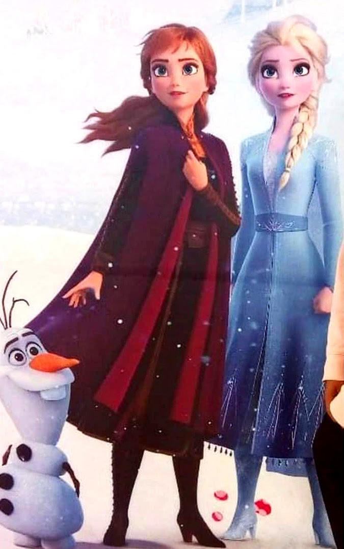 Full body picture of Anna and Elsa from Disney Frozen 2 ...