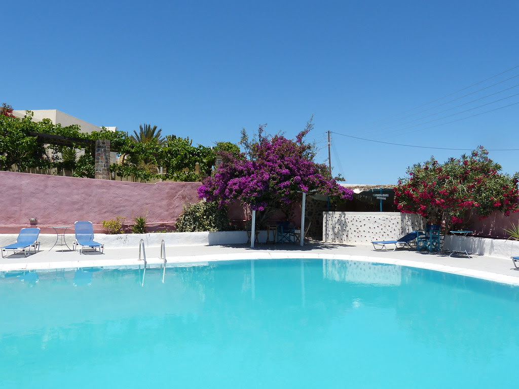The swimming pool in Caveland, Santorini