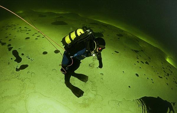 perierga.gr - Η βαθιά παγωμένη πράσινη... θάλασσα!