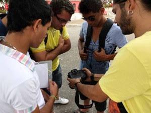 Alunos do  projeto aprendem técnicas da linguagem visual durante oficina de fotografia. (Foto: Divulgação/Agência Pará)