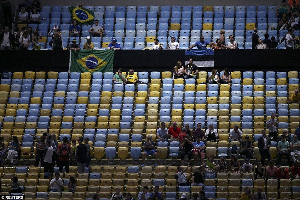 Brasil tem lutado para vender assentos para a cerimônia de abertura de prestígio, com muitos deixada sem preenchimento no momento da cerimônia teve início