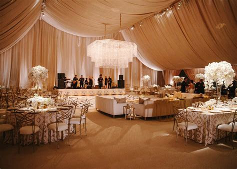 Breathtaking Ceiling Decorations For Your Wedding