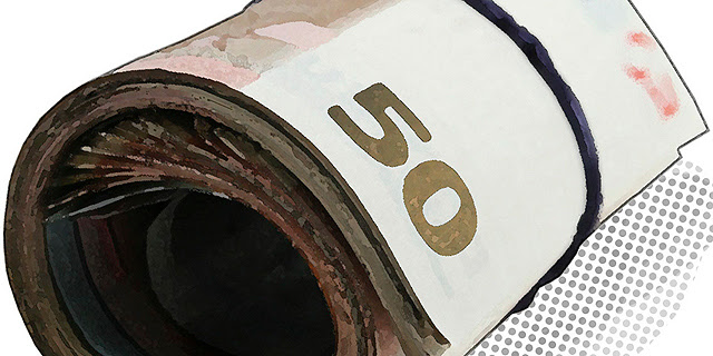 Un rulo de billetes de 50 euros.  EM