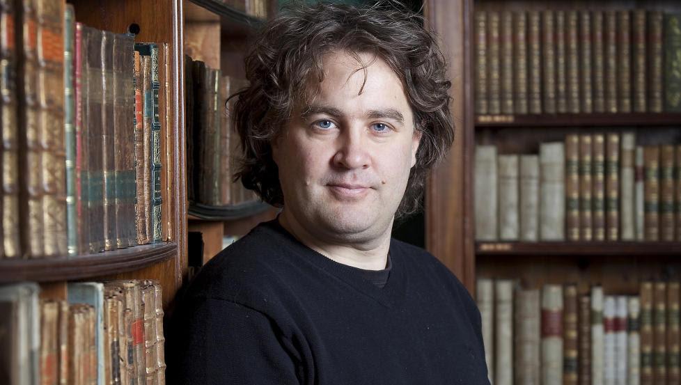 BRAKDEBUT: Jørgen Brekke har akkurat lansert debutromanen sin, men den er allerede inne på boklista, og solgt til åtte land. Foto: GYLDENDAL