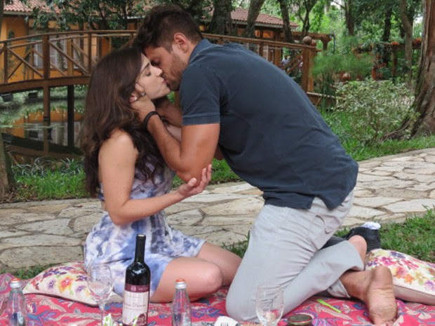 Gata se declara e os dois se beijam (Foto: Tatiana Helich/Gshow)