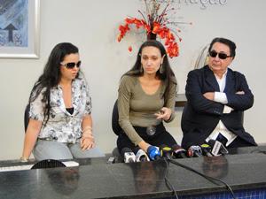 Gabrielle Burcci, Renata Costa Lana e Souza e o pai dela, Lucio Vasconcelos (Foto: Pedro Triginelli/G1)