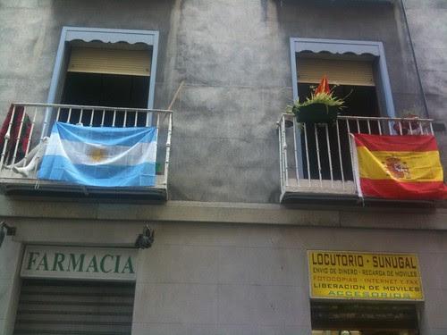 Argentina y España en el balcón