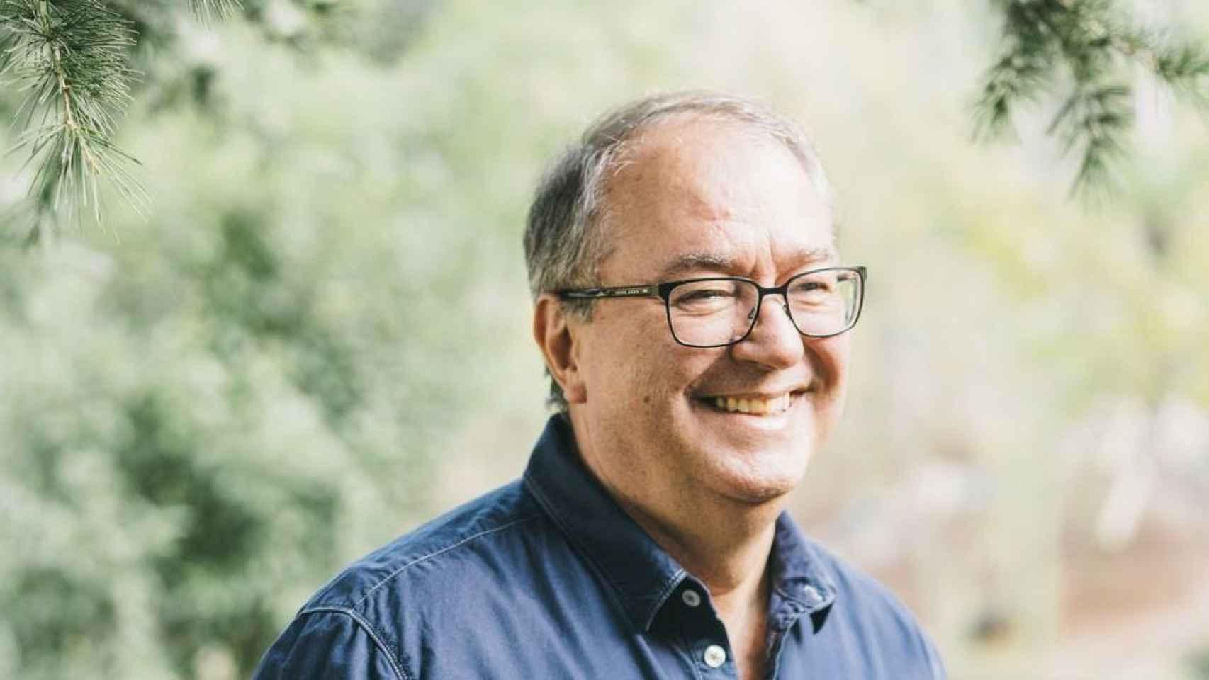 Enric Corbera difunde la bioneuroemoción. Gana 2,5 millones al año. Dice que el cáncer se cura sin tratarlo.