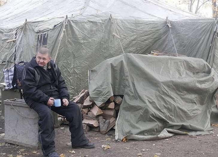Палатка на Майдане и её обитатель.