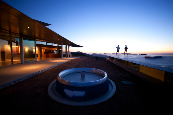 http://inhabitat.com/wp-content/blogs.dir/1/files/2011/06/747-Wing-House-David-Hertz-Architects-6.jpg