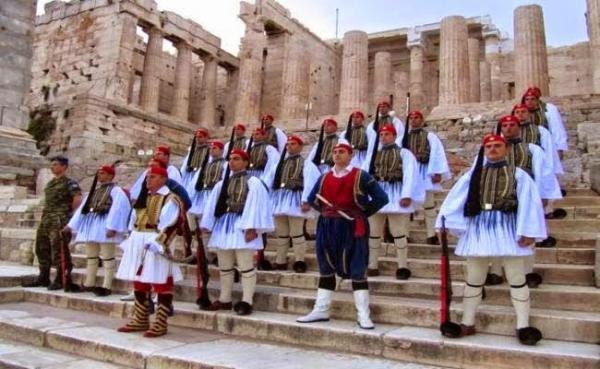 diaforetiko.gr : tromaktiko3 600x369 Στα άδυτα του στρατοπέδου της Προεδρικής Φρουράς   Όλα όσα δεν γνωρίζατε για τους Εύζωνες (φωτογραφίες  βίντεο)