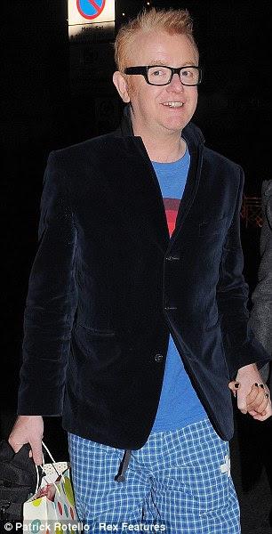 Como ter uma boa aparência ..  fazendo sinais estranhos: Gok Wan e Chris Evans participar da festa