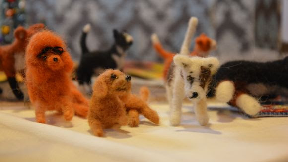 Nukkekodin lemmikeitä nukkekotijoulumarkkinoilla Turussa.