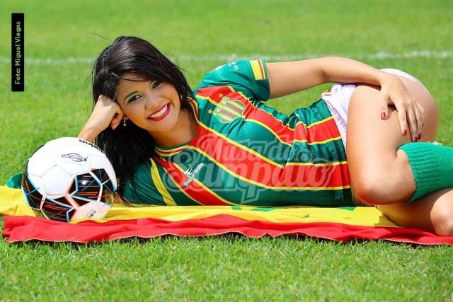Anna Beatriz Carvalho Estudante de Biomedicina, 18 anos, 1.70m e 61 kg.