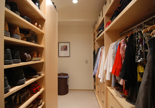 The Fuction Of A Walk In Closet In A Building - Modern Home Life ...