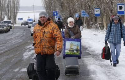Fleeinig civilians from Luhansk Oblast   Photo: Valery Matytsin, ©TASS