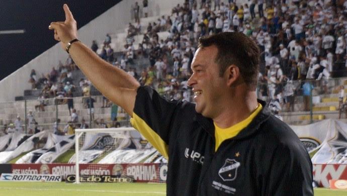 Roberto Fernandes, técnico do ABC (Foto: Augusto Gomes)