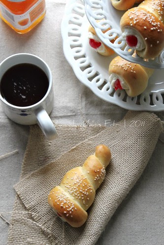 Horn Breads by Fitri D. // Rumah Manis