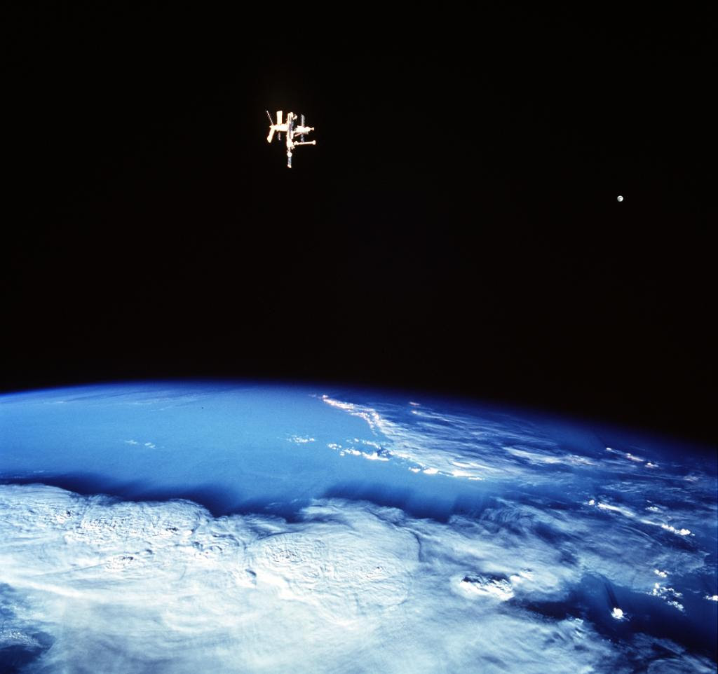 Jun04-1998-Shuttle-Mir