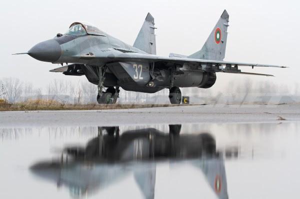 Durante los próximos 30 días, el gobierno va a decidir si comprar un nuevo tipo de chorro o renovará el viejo MiG-29. (Imagen: airlines.net)