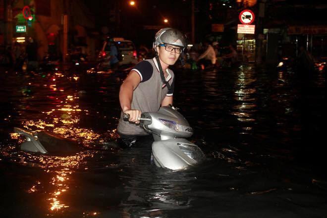 sài gòn ngập lịch sử, lụt lịch sử, sài gòn lụt, đàm vĩnh hưng