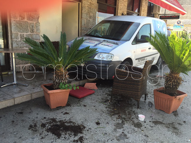 Πανικός στην Αμφιλοχία – Αυτοκίνητο παρέσυρε θαμώνες καφετέριας
