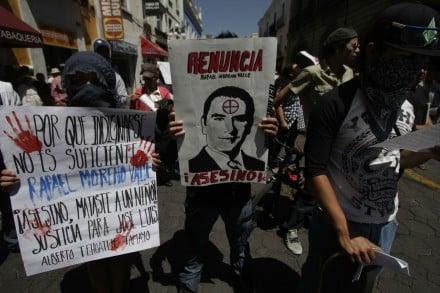 Marchan y exigen renuncia de Moreno Valle en Puebla. Foto: Víctor Hugo Rojas.