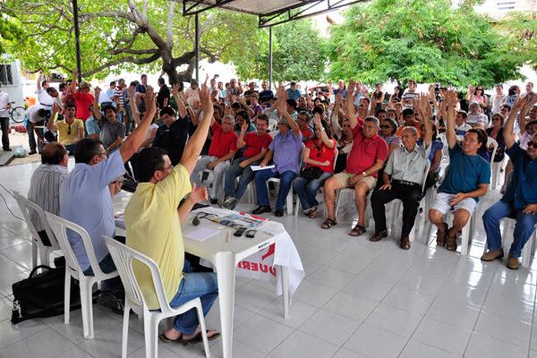 Em assembleia, professores da Uern decidiram suspender greve