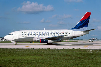 Delta Express (Delta Air Lines) Boeing 737-232 N305DL (msn 23077) FLL (Bruce Drum). Image: 102876.