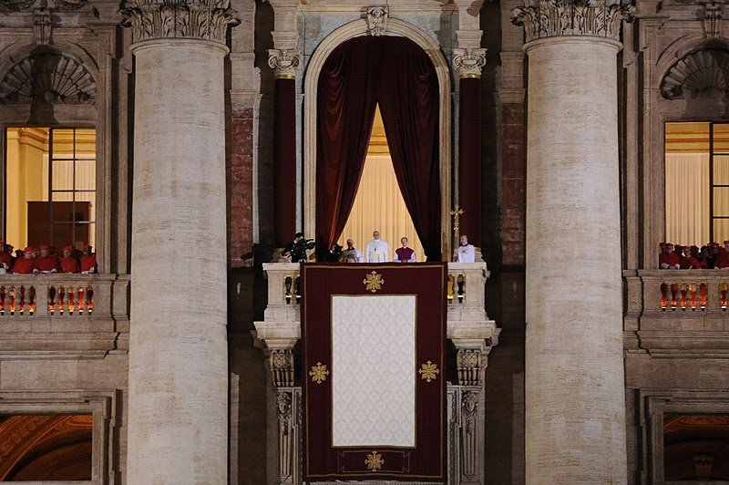 Fil: Pope Francisco recién elegido.jpg