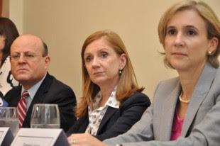 Jorge Rossi, presidente de Cinde, Anabel González, ministra de Comercio Exterior, Gabriela Llobet, directora ejecutiva. (Cortesía Comex.)
