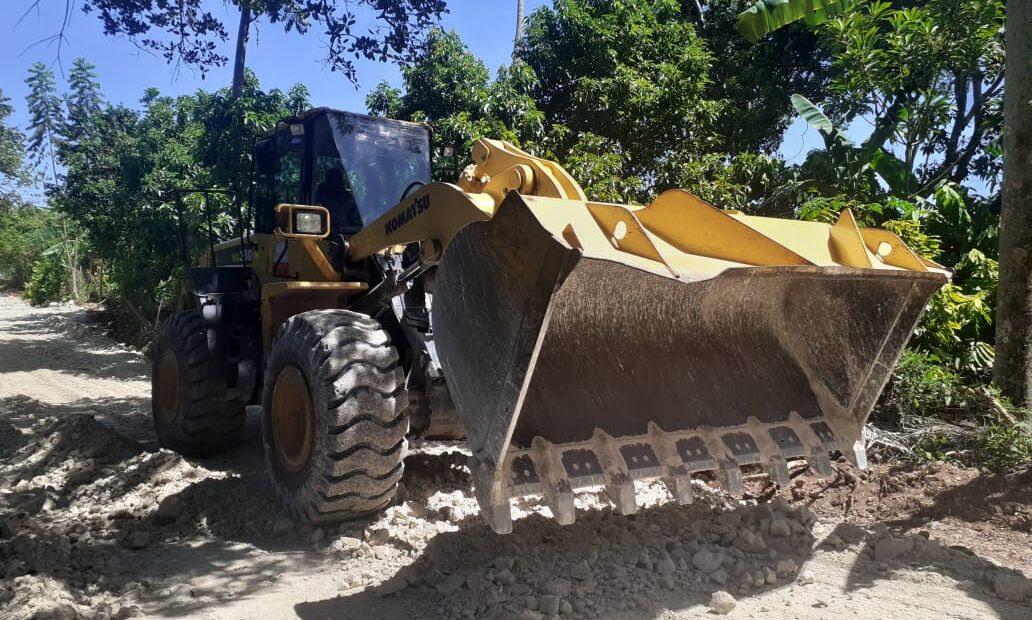 BARAHONA: Obras Públicas asfalta tramo carretero y rehabilita caminos vecinales