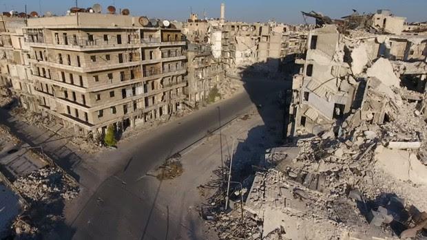 Os quase 250 mil habitantes dos bairros rebeldes de Aleppo não recebem ajuda externa há dois meses (Foto: Reuters)