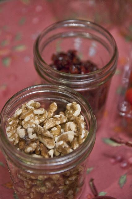 salad in a jar - ingredients - walnutscherries