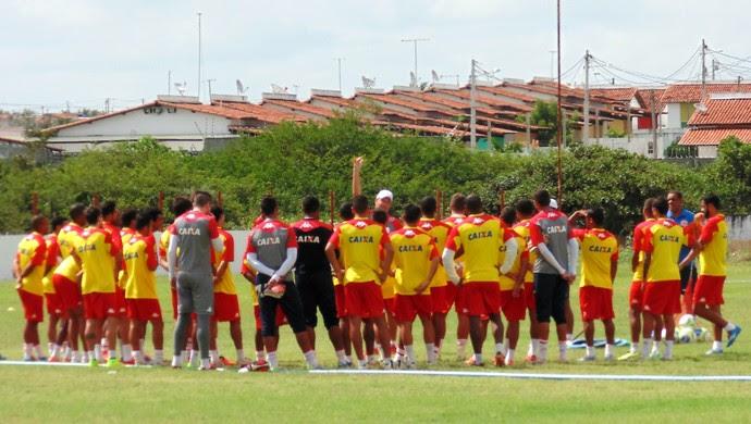 Roberto Fernandes, técnico do América-RN - treino - CT Abílio Medeiros (Foto: Jocaff Souza/GloboEsporte.com)