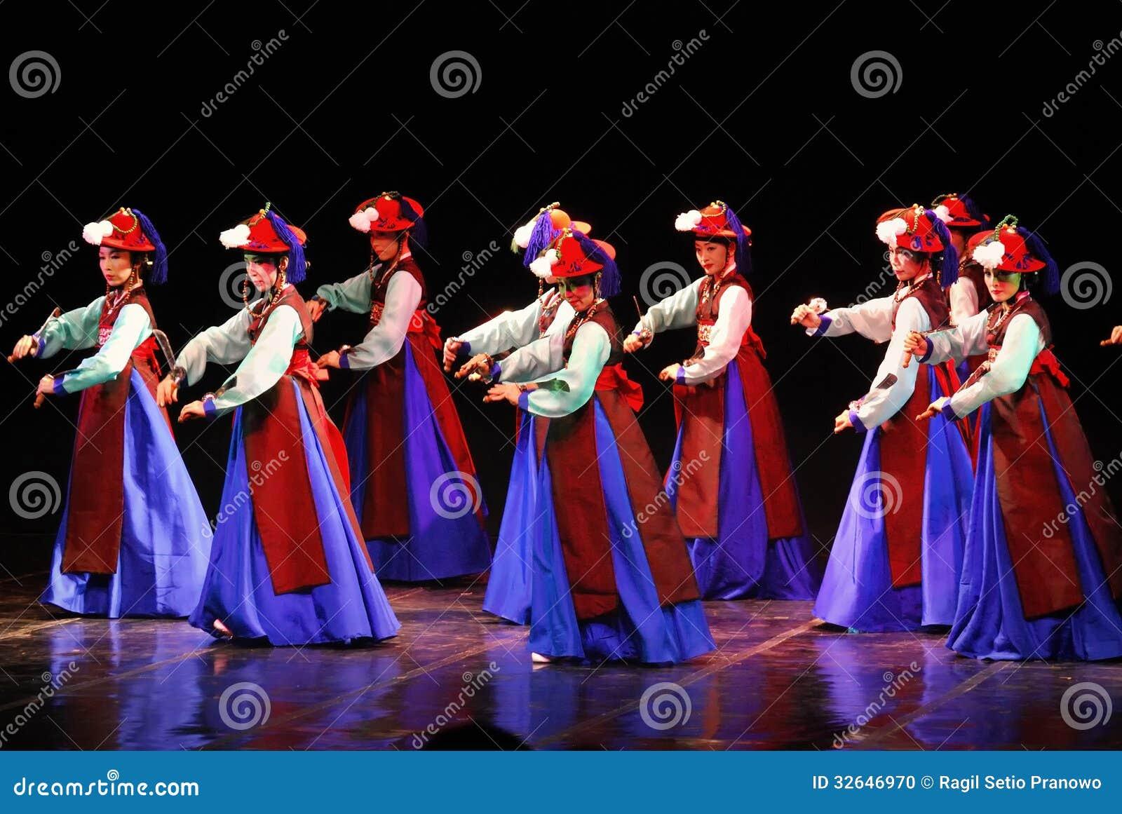 Performance Of Busan Korean Traditional Dance Editorial Image  Image: 32646970