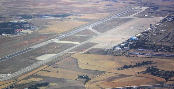 Vista aérea de la pista de la base de Torrejón (Madrid).
